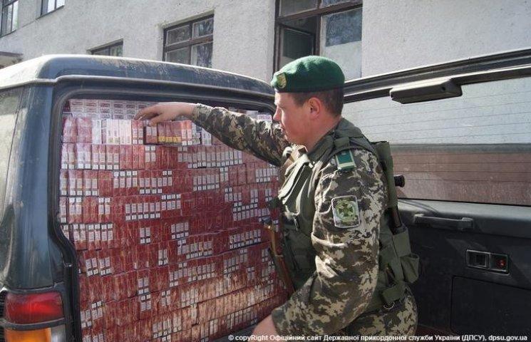 На Буковині прикордонники завадили цигарковим контрабандистам