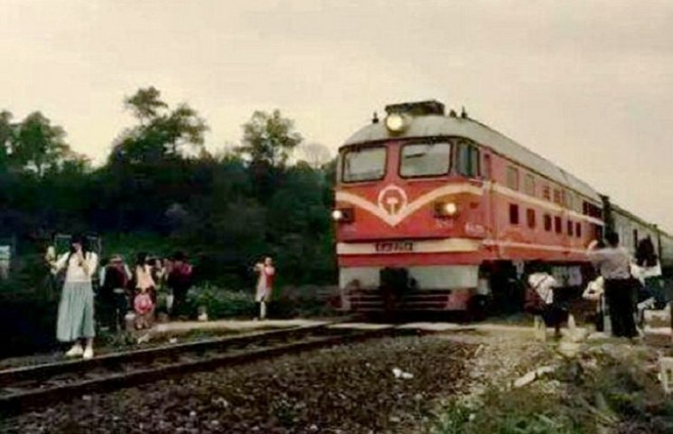 Как в Китае женщину, которая делала селфи, насмерть сбил поезд