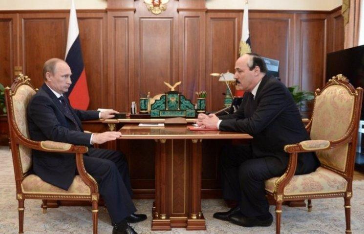 В кабінеті Путіна поставили стільці для карликів
