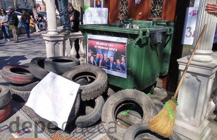 """Одеську облкрокуратуру відкривали за допомогою """"болгарки"""""""