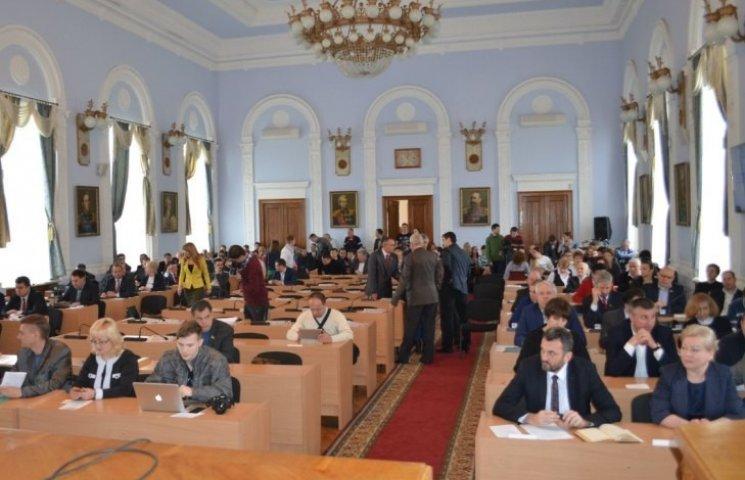 """Миколаївські депутати вирішили """"не ламати списи"""" та профінансували громадські формування"""