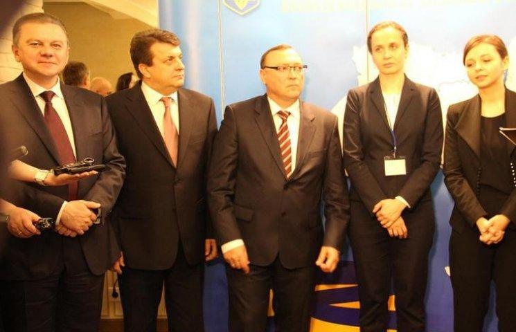 Голова Вінницької ОДА не дотримується дрес-коду, який ввів шість днів тому