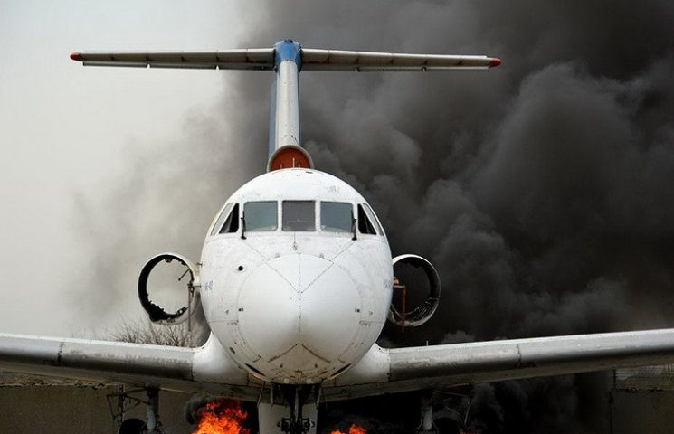 У Дніпропетровську пожежники вчились гасити палаючий літак