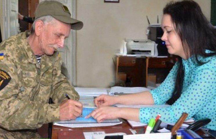 56-річний буковинець пішов за своїм сином на війну