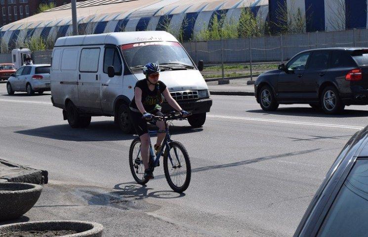 У Дніпропетровську велосипедисти порадили поліції, як убезпечити собі дороги