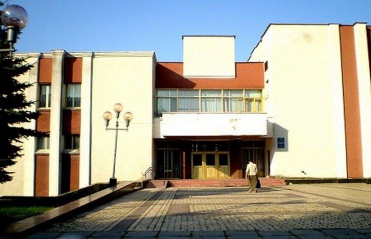 """На Вінниччині депутати відмовились """"декомунізувати"""" районний будинок культури"""