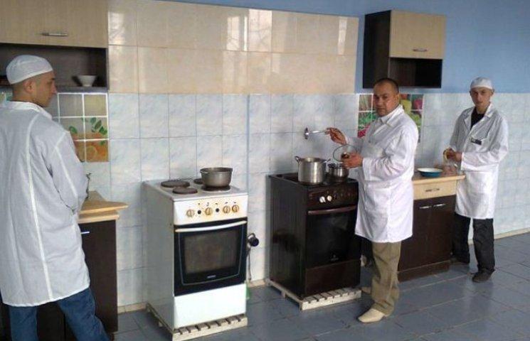 На Миколаївщині зеки боролися за звання шеф-кухаря колонії