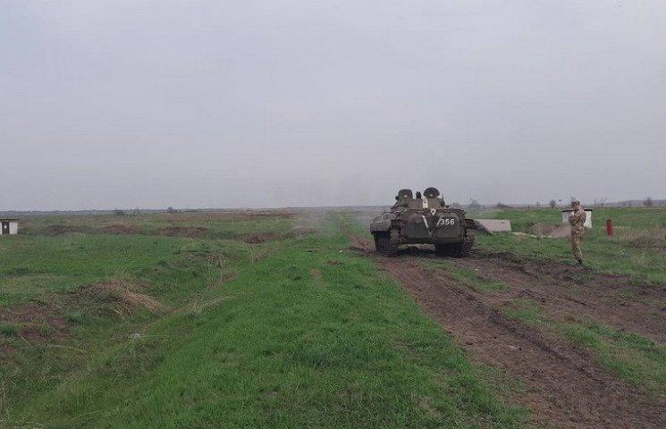 Експонати для дніпропетровського музею АТО розстрілюють з БМП