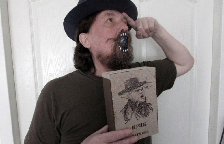 Миколаївський художник епатував публіку картинами на сірникових коробках