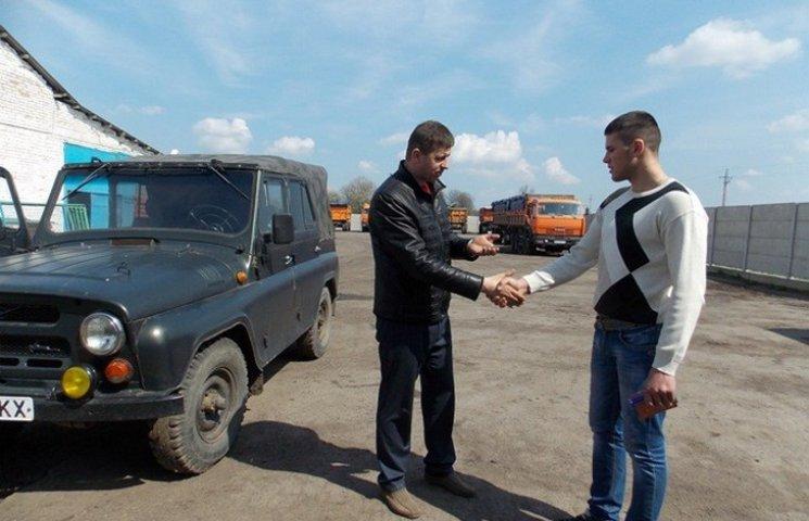Вінничани передали АТОвцям відремонтовану автівку