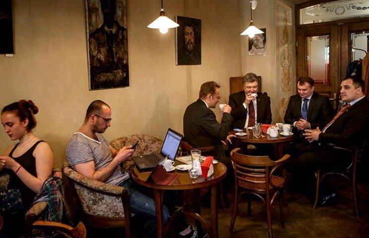 Порошенка застукали у львівському кафе за кавою із Садовим