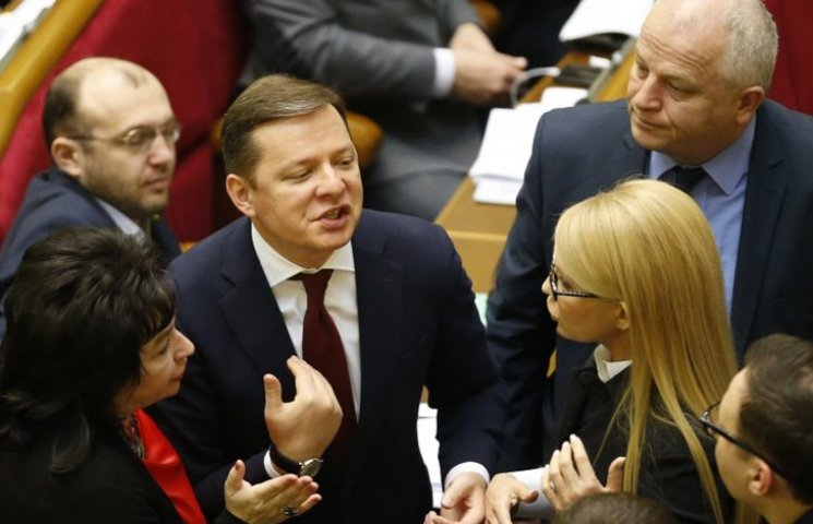 Коли Ляшко та Тимошенко почнуть штовхатися за право підставити плече Гройсману