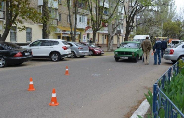 """У Миколаєві учня, що перебігав дорогу, збила""""копійка"""""""