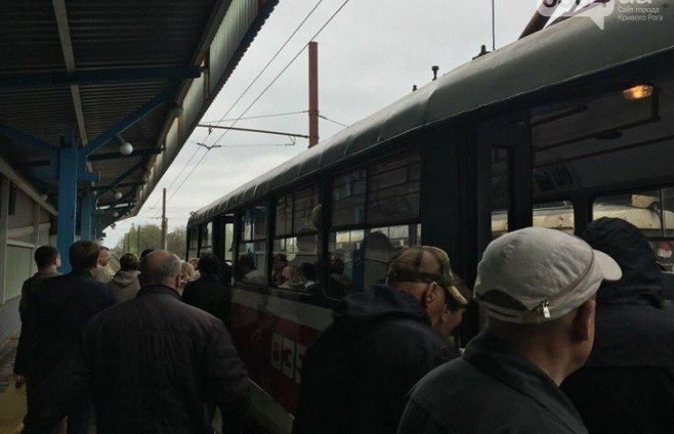 У Кривому Розі в швидкісного трамвая на ходу відпало колесо