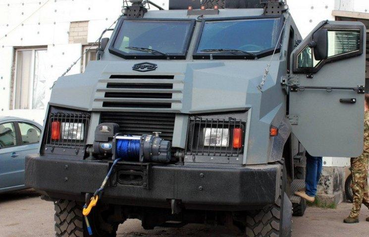 """Полк """"Дніпро-1"""" отримав бронеавтомобіль за 6 млн грн"""