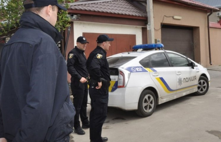 У Миколаєві невідомі підірвали бойову гранату біля воріт приватного будинку