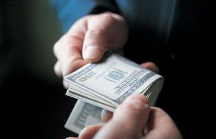 Народити за 350$: на Миколаївщині впіймали на хабарі хірурга-акушера