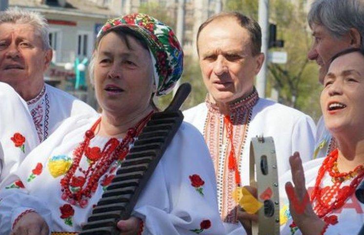 """Вуличні музики """"наспівали"""" дев"""