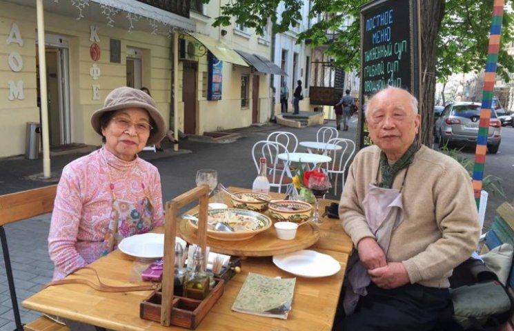Як японські туристи у віці проривалися до України