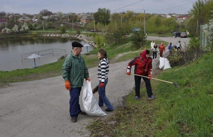 """Вінничани вивезли з району """"Олієжиркомбінату"""" 9 вантажівок сміття"""