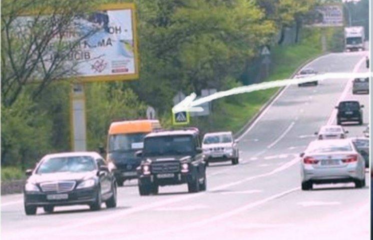 Тимошенко мчить у Раду: перевищує швидкість на 70 км/ год (ВІДЕО)