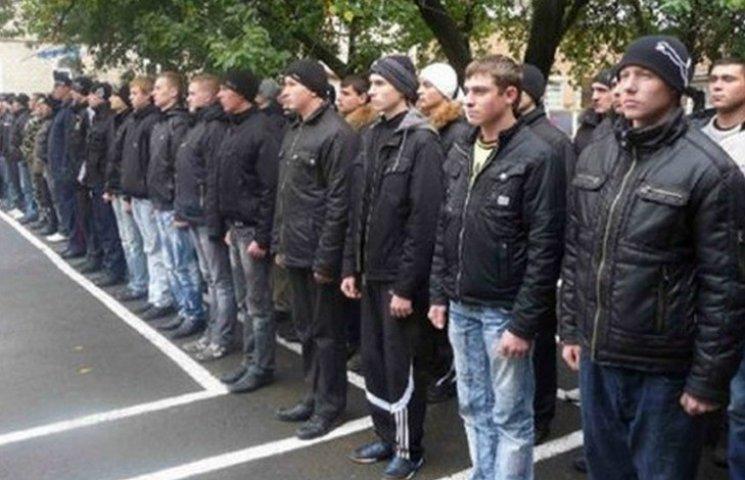 Понад 800 вінничан забирають у військо