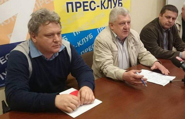 """Банк """"Хрещатик"""" може лишити без зарплати сотні вінничан"""