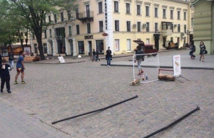 """Дерибасівську в Одесі перегородили спритні """"підприємці"""""""