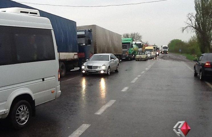 "Ніде пасти корів: селяни перекрили трасу ""Миколаїв-Одеса"""