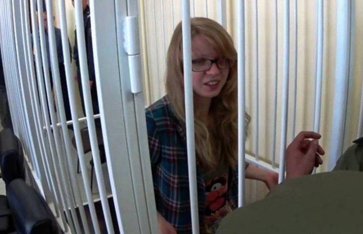 """Мати """"вінницької месниці"""" Заверухи каже, що в суді її дочку побили конвоїри"""