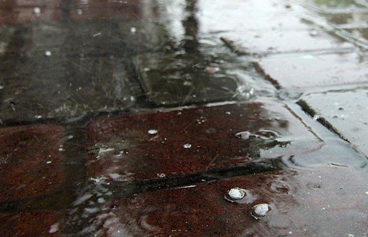 В Одесі через сильну зливу зупинено рух трамваїв