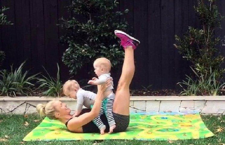 31-річна матуся похизувалася кубиками на пресі після народження близнюків