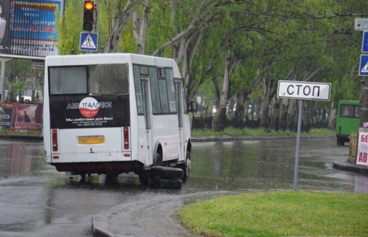 В Миколаєві у чергової маршрутки відвалилось колесо