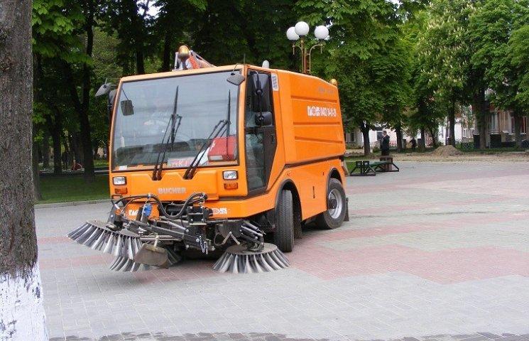 У Вінниці прибиральна техніка їздитиме з GPS