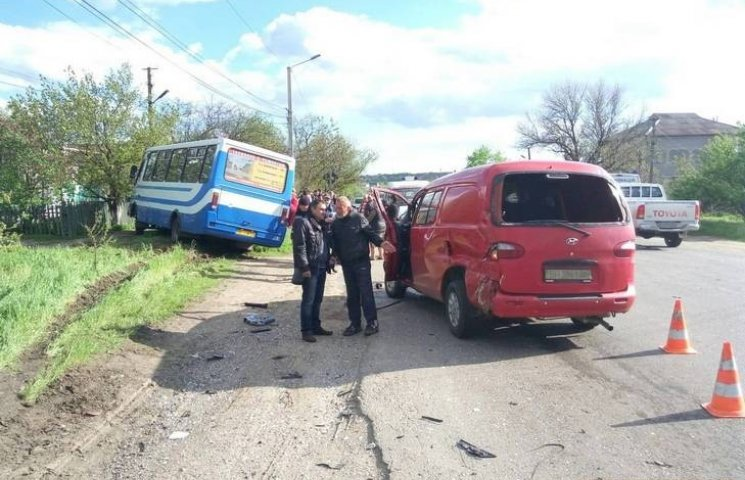 На Одещині маршрутка зіткнулася з мікроавтобусом. Є постраждалі