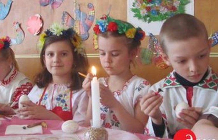Маленькі вінничани зробили сотні писанок для АТОвців