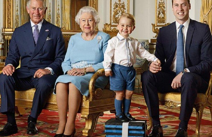 В сеть попали архивные видео королевской семьи Елизаветы II