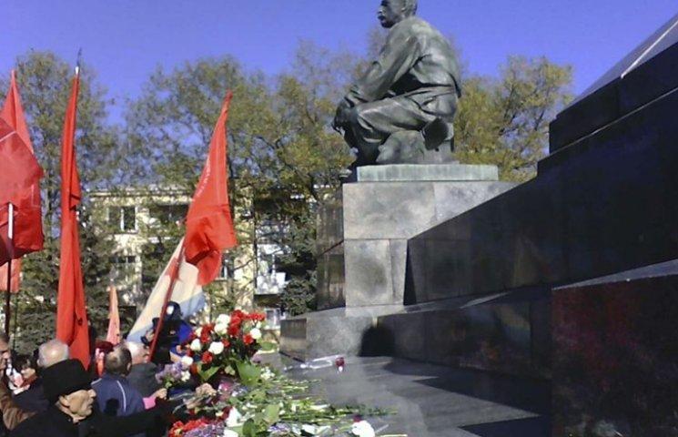 """Як севастопольські комуністи """"відтягнулися"""" у день народження Леніна"""