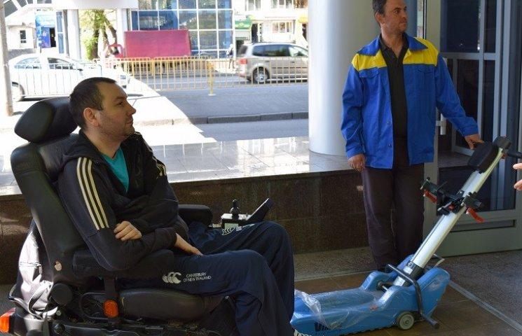 """Скандальний перехід у Дніпропетровську провалив """"тест-драйв"""" від інвалідів"""