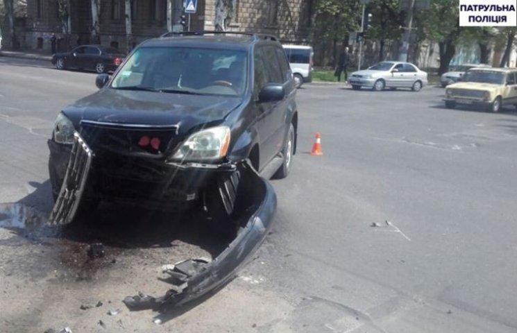 """У Миколаєві через водія Kia, що """"летів"""" на червоний, постраждав 5-річний хлопчик"""