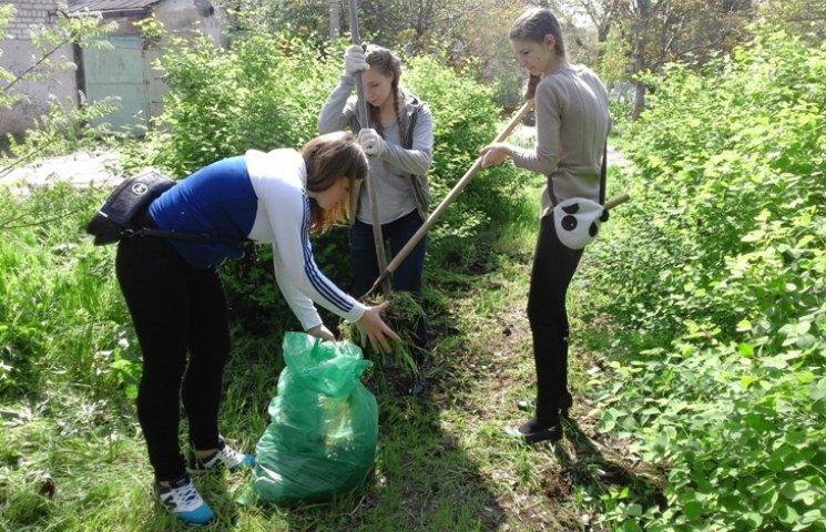 Миколаївська молодь привела до ладу занедбаний парк