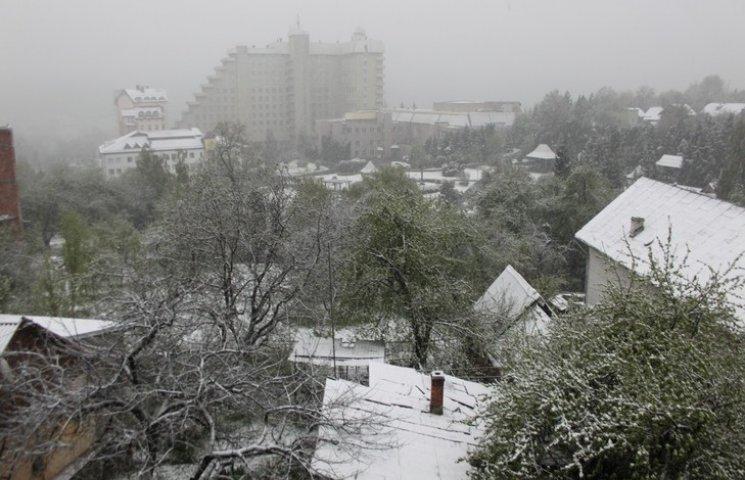 Як весняну Львівщину засипає снігом…