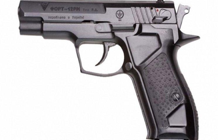 Хмельницькі поштарі озброїлися пістолетами