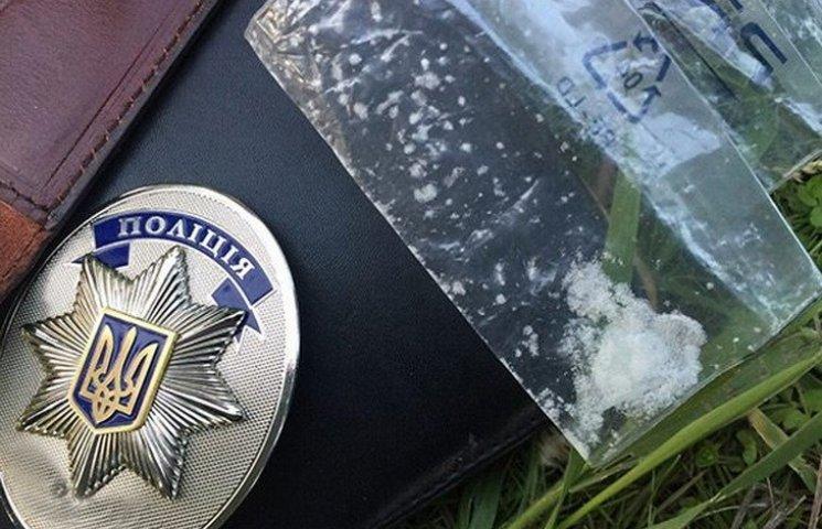 У Дніпропетровську патрульні поліцейські торгували зброєю