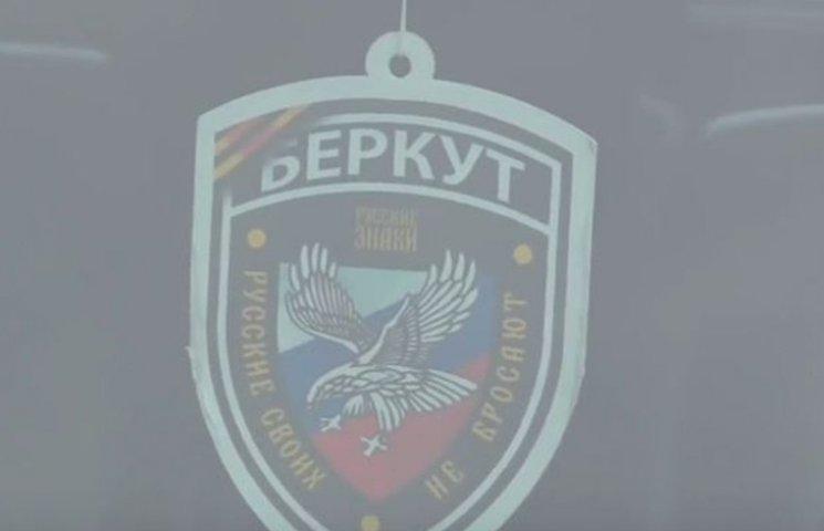 """Поліцейського, який """"прикрасив"""" авто """"русскім"""" шевроном, звільнили"""