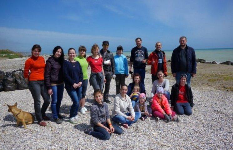 На Одещині волонтери самостійно приводять пляжі до ладу