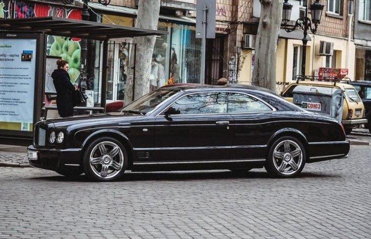 """В Одесі """"засікли"""" Bentley Черновецького"""