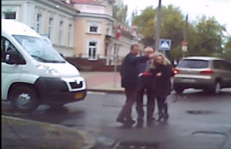 У Миколаєві маршрутка збила жінку прямо на пішохідному переході