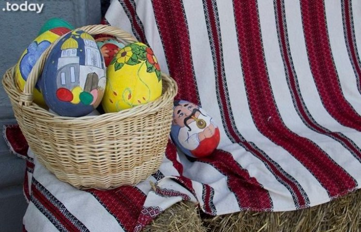 Житомиряни намагались поцупити великодні яйця з-під міськради