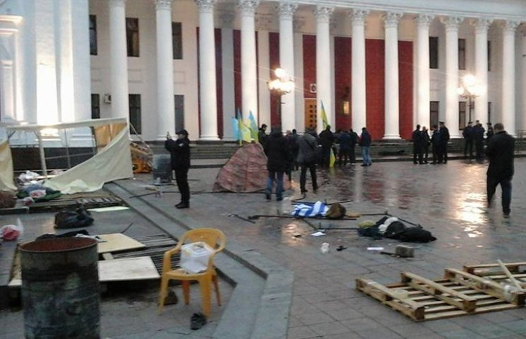 "В Одессе титушки разгромили ""антитрухановский майдан"""